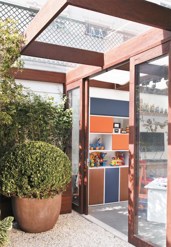 ideias de jardim para apartamento: têm a parte da frente de acrílico (desenho de Andrea Aquino