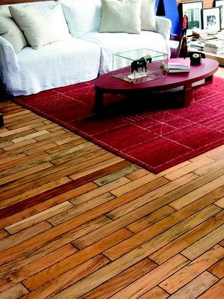 O piso de madeira em peroba tem resistência intermediária e suporta o processo de raspagem - Divulgação