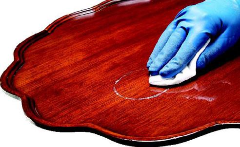 Removendo manchas nos móveis