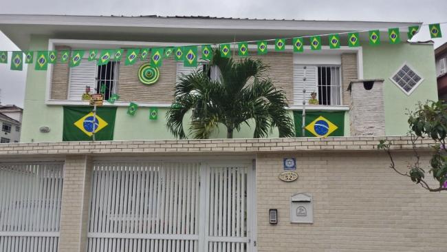 casa _ decorada - verde e amarelo