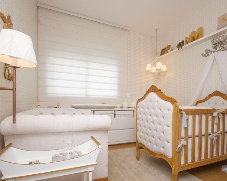 quarto-de-bebe-branco-dourado 1