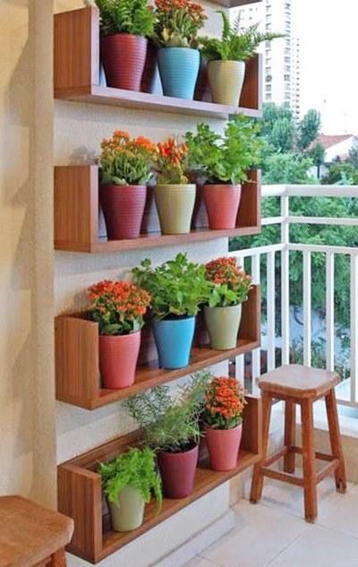 decorar um jardim:Que tal manter que um jardim vertical. Para plantas permanentes é